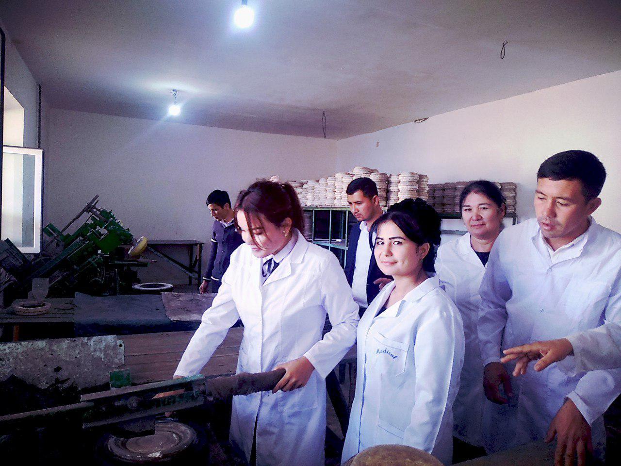 Talabalarni korxonadagi laboratoriya mashg'ulotlari