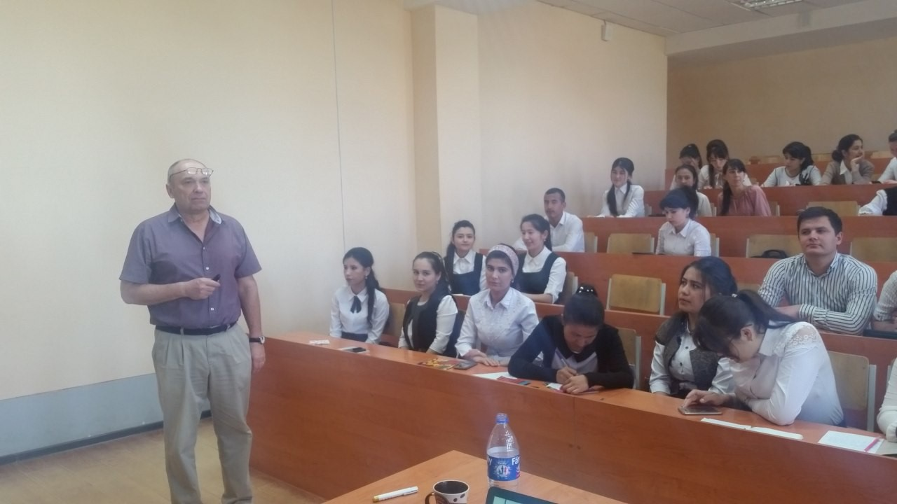 """Prof. I . Woicechowski from Alderson Broaddus university(USA) get a lecture by subject """"Basics of simulation"""" to the 3- course students on may 1-8 201"""