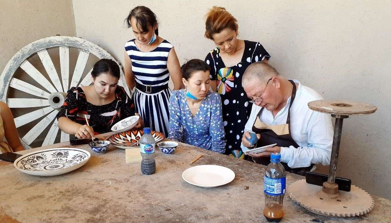 Master class in the style of the Rishtan school of pottery